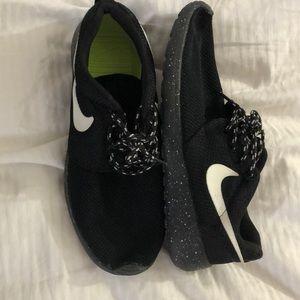 5a91795f300f Nike · Women s Nike Oreo Roshe.  70  100